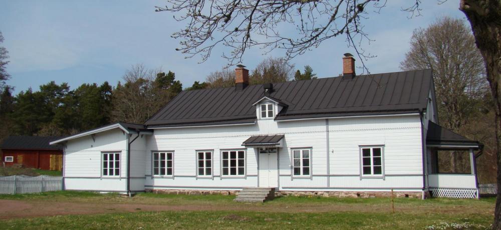 Mangårdsbyggnaden vid Kastelholms kungsgård.